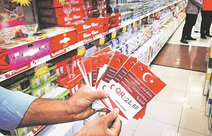 """Katar'daki dev marketlerden """"Türk malı alın"""" kampanyası"""