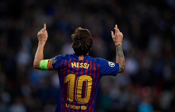 Barcelona'da Messi kaldı, başkan gitti