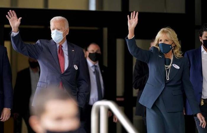 Demokrat aday Joe Biden erken oy kullandı