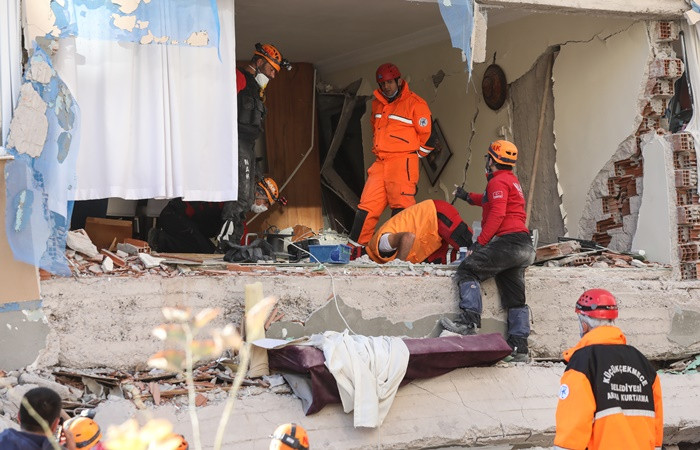 Bakan Kurum: Şu ana kadar 100 vatandaşımızı kurtardık