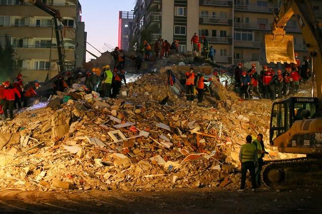 İzmir depreminde yaralananlar bilgisi için 184 SABİM hattı