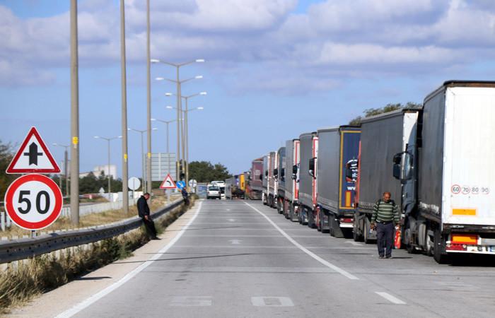Sınır kapıları aşılamıyor, ihracatçı zorda