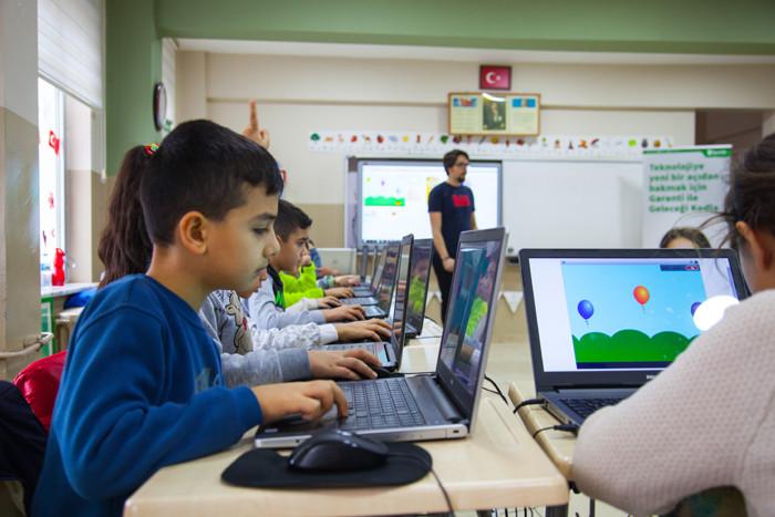 Bursalı çocuklar 'Garanti ile Geleceği Kodla'dı