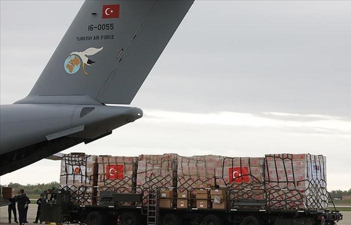 Türkiye'nin ikinci yardım uçağı ABD'ye ulaştı