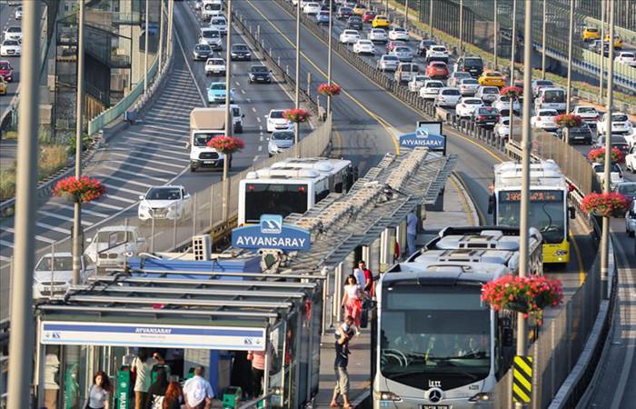 İstanbul'da hafta sonu öğrenci ve YKS görevlilerine toplu ulaşım ücretsiz olacak
