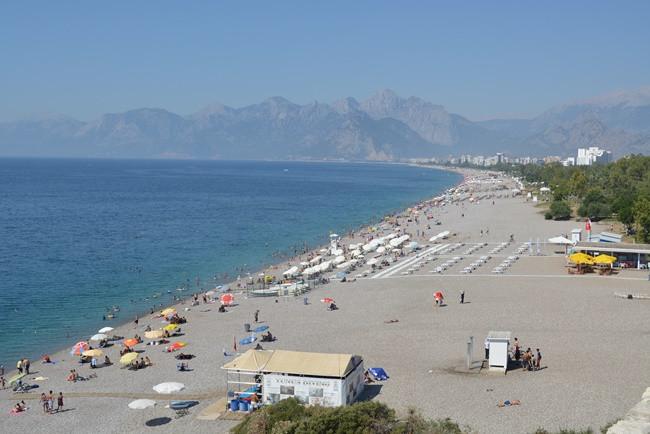 Batı Adeniz sahilleri Antalyalılara kaldı