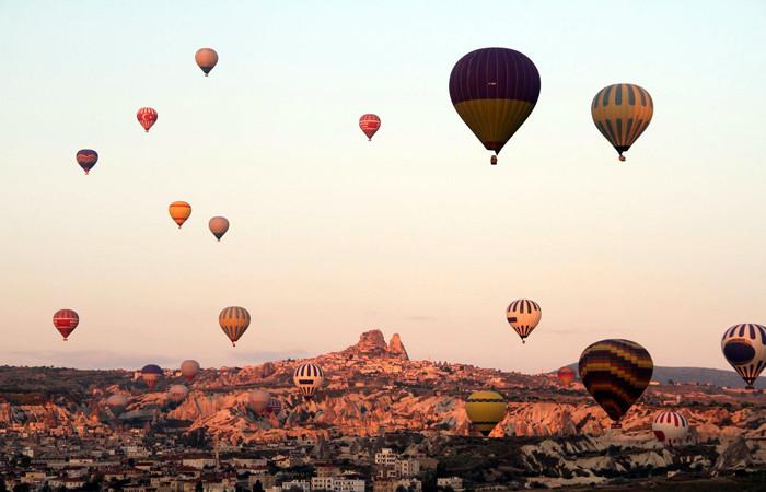 Kapadokya'da balonlar 5 ay sonra tekrar uçmaya başladı