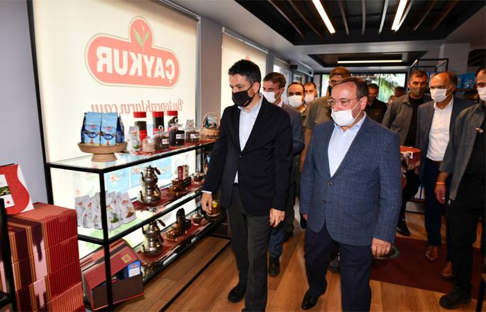 Bakan Pakdemirli'den ÇAYKUR'un Tirebolu fabrikasına ziyaret