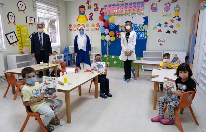 Kastamonu Belediye Başkanından öğrencilere ilk gün hediyesi