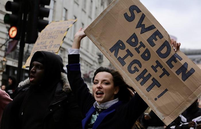 İngiltere'de COVID-19 protestosu