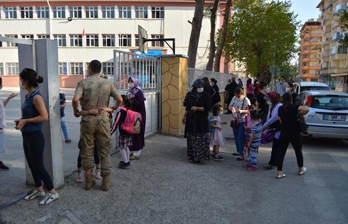 Kantinlere açılış izni çıkmadı, öğrenciler okul çevresindeki esnafa koştu